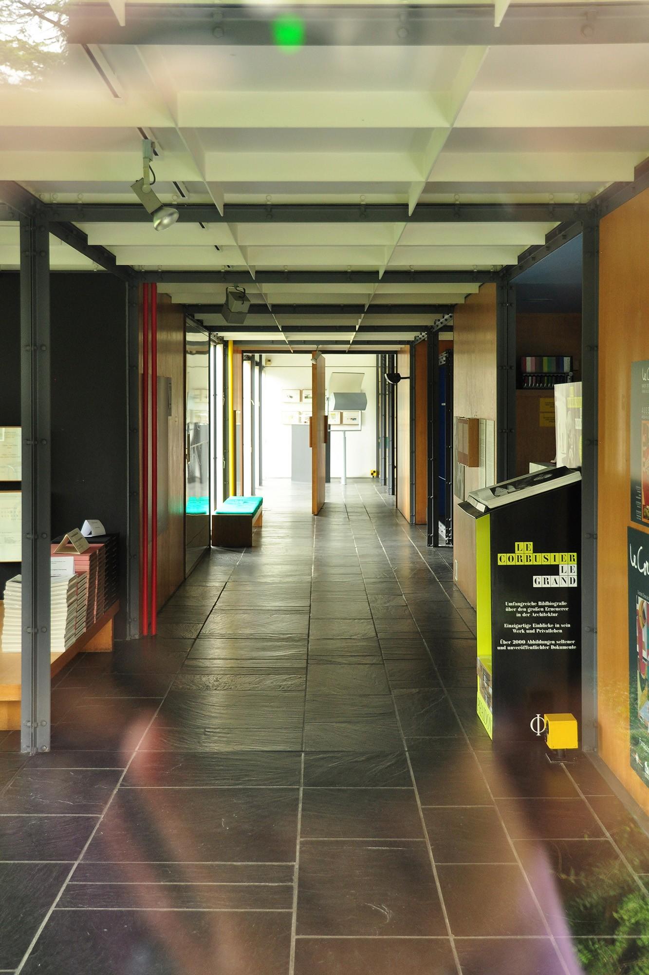0Centre_Le_Corbusier_-_Innenansicht_2011-07-12_17-53-22_ShiftN
